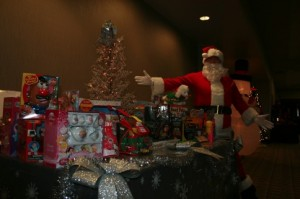 Surrogate_holidayparty_251